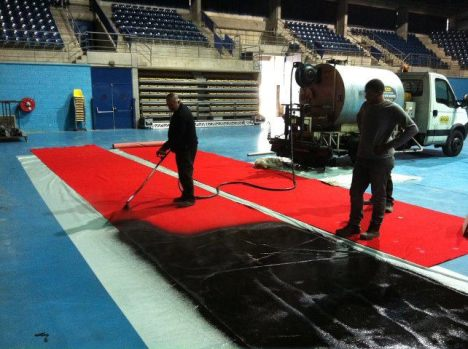 1) Spray carpet with tar